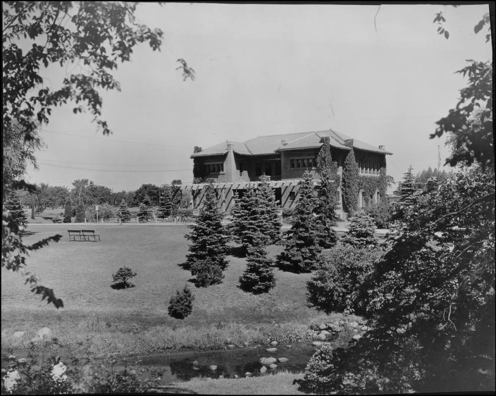 A picture of the Camden Library, which was torn down in 1979